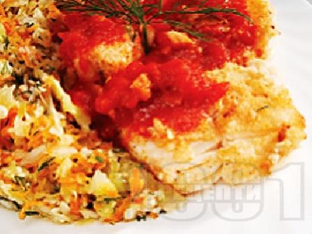 Панирана бяла риба мерлуза в белтъци и царевичен грис с доматен чеснов сос - снимка на рецептата